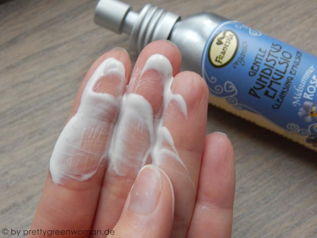 Die Konsistenz der Cleansing Emulsion von Frantsila (handwarm)